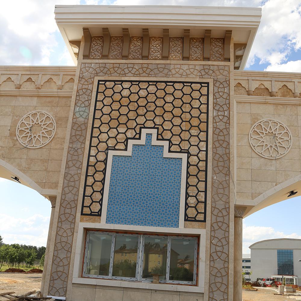 Bingöl-Üniversitesi-Giriş-Kapısı-8